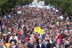 Multitudinaria protesta este domingo en Granada.