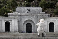 Entrada a la basílica del Valle de los Caídos donde reposan los restos de Francisco Franco.