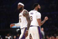LeBron James y Anthony Davis, durante un partido de pretemporada.