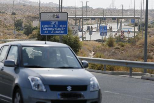 Peaje de la AP7, en su entrada a la circunvalación de Alicante.
