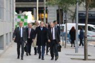 El magnate ruso, Mihail <HIT>Fridman</HIT> (centro), a su llegada a la Audiencia Nacional.