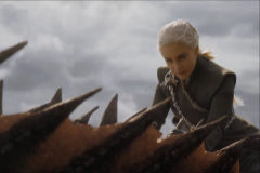 Emilia Clarke como Daenerys Targaryen, en la última temporada de Juego de tronos.