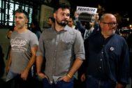 Rufián, durante la manifestación en la que fue increpado.