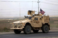 Duhok (Iraq).- A convoy of US troops arrives back from northeastern of Syria, in Duhok, Kurdistan region, Iraq, 21 October 2019. Media reported the US troops started their withdrawal from north Syria towards Iraq according to agreement between US and Turkey. Turkey has launched an offensive targeting Kurdish forces in north-eastern Syria on 09 October, days after the US withdrew troops from the area. (<HIT>Siria</HIT>, Turquía) EPA/