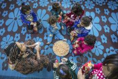 Hijos de yihadistas del Estado Islámico y esclavas sexuales yazidíes, en el orfanato sirio de Ramilan
