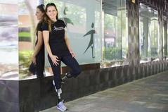 La atleta Sara Andrés junto a su centro protésico habitual.