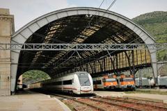 Estación de Portbou, en Gerona, donde los ternes acumulan retrasos.