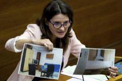 La vicepresidenta del Consell, Mónica Oltra, durante su comparecencia ante el pleno de las Cortes.