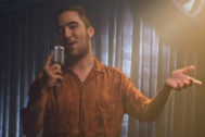 Fotograma del videoclip de 'Si por mi fuera' cantado por Beret