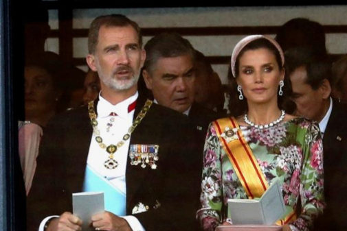Los Reyes de España, en Tokio, durante la ceremonia de proclamación...