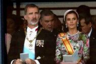 Los Reyes de España, en Tokio, durante la ceremonia de proclamación de Naruhito como emperador de Japón.