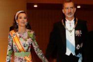 Los Reyes de España, Felipe VI y Doña Letizia, se dirigen a la ceremonia de entronización del emperador japonés Naruhito en Tokio (Japón).