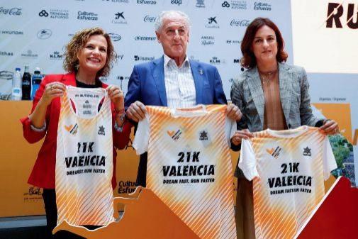 Pilar Bernabé, Paco Borao y Elena Tejedor durante la presentación de la prueba.