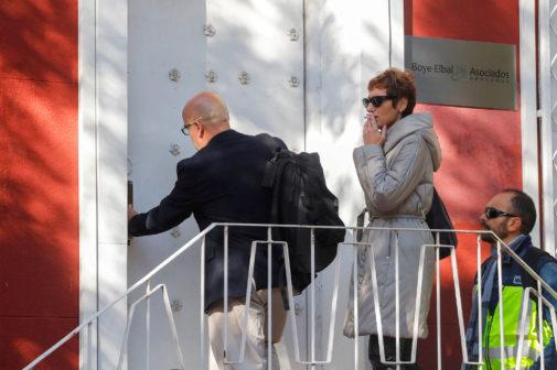 El abogado de Carles Puigdemont, Gonzalo Boye, abre la puerta de su...