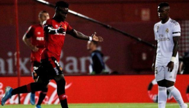 Junior Lago festeja el gol del triunfo ante Vinicius.