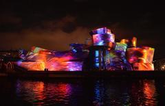 Espectáculo de luz y sonido titulado 'Reflections', que se proyectó sobre el Guggenheim de Bilbao por el XX aniversario del museo.