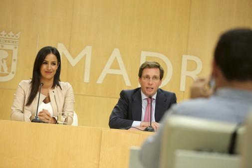 Begoña Villacís y José Luis Martínez-Almeida, en rueda de prensa