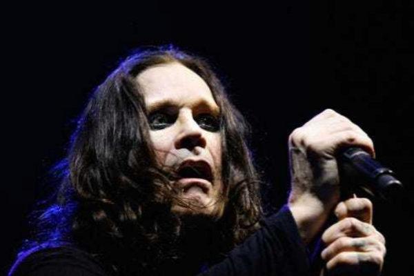 Ozzy Osbourne sí se comió un murciélago en un concierto.