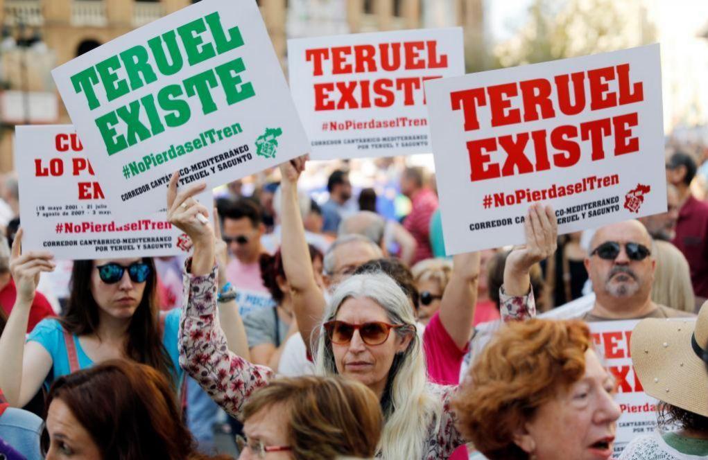 Manifestantes de Teruel Existe, que ha decidido presentarse a las...