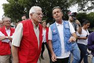 El ministro de Exteriores en funciones, Josep Borrell, el pasado martes en La Parada (Colombia).