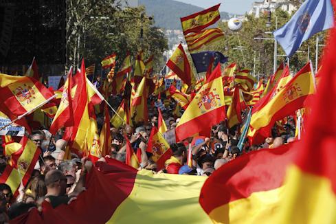 El constitucionalismo responde a la violencia independentista y exige el fin del 'procés'