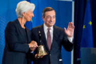 Mario <HIT>Draghi</HIT>, presidente saliente del BCE, da el relevo a Christine <HIT>Lagarde</HIT>.