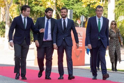 De izqda. a dcha., Teodoro García Egea, Fernando López Miras, Pablo...