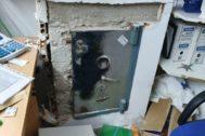 La caja fuerte tras el intento de robo en el despacho del recinto.