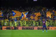 La pancarta en la grada de animación del Camp Nou en el minuto 17:14.