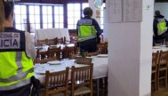 La Policía Nacional, en el momento en que realizaba tareas de registro en el restaurante, ubicado en Sa Calobra .