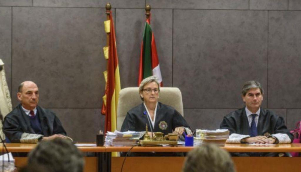 La magistrada Reyes Goenaga durante el juicio por el 'caso Cabacas' en Bilbao.