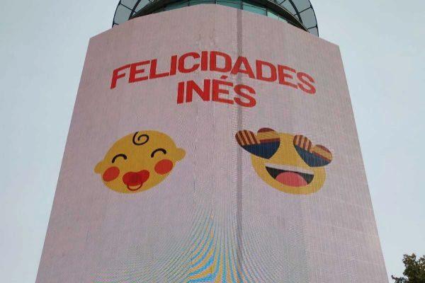 El mensaje de felicitación en la fachada de la sede de Ciudadanos...