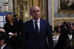 Francisco Rosell, esta mañana en el Casino de Madrid. A su espalda, la periodista Marta Robles
