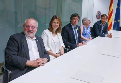 De izqda. a dcha., Lluís Puig, Meritxell Serret, Carles Puigdemont,...