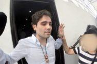 """MEX7142. CIUDAD DE MÉXICO (MÉXICO).- Fotograma extraído del video proporcionado este miércoles por la Secretaría de la Defensa Nacional (), donde se observa a Ovidio <HIT>Guzmán</HIT>, hijo del narcotraficante Joaquín """"El <HIT>Chapo</HIT>"""" <HIT>Guzmán</HIT>, durante un operativo en el cual fue capturado y luego liberado el pasado 17 de octubre. El Gobierno de México presentó este miércoles un vídeo del fallido operativo llevado a cabo en la ciudad de Culiacán, en el noroccidental estado de Sinaloa, el pasado 17 de octubre en el que Ovidio <HIT>Guzmán</HIT>, hijo del narcotraficante Joaquín """"El <HIT>Chapo</HIT>"""" <HIT>Guzmán</HIT>, no ofrece resistencia y pide parar la violencia. """"Ya paren todo oiga, ya me entregué, ya paren todo, por favor. Ya paren todo, ya tranquilos, ya ni modo. Dígales que se retiren. Pero ya dígales, ya no quiero que haya desmadres. ÁYa no quiero que haya desmadre por favor!"""", se escucha decir a Ovidio <HIT>Guzmán</HIT> en el vídeo. /SOLO USO EDITORIAL"""