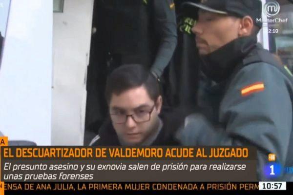 El carnicero tatuador al salir del furgón de la Guardia Civil.