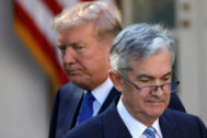 El presidente de EEUU, Donald Trump (i), y el de la Fed, Jerome Powell.