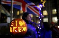 """Una calabaza con el lema """"Stop Brexit"""", frente al Parlamento británico."""