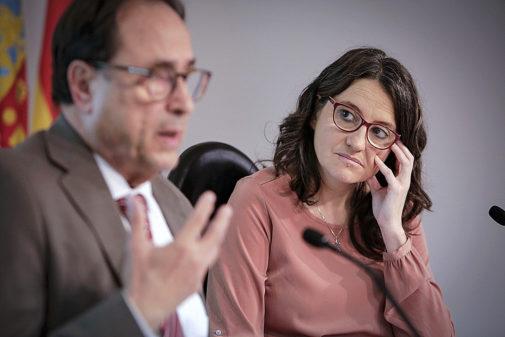 El conseller de Hacienda, Vicent Soler, y la vicepresidenta Mónica Oltra, en rueda de prensa.