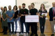 Los galardonados y el jurado calificador del primer concurso de diseño industrial.