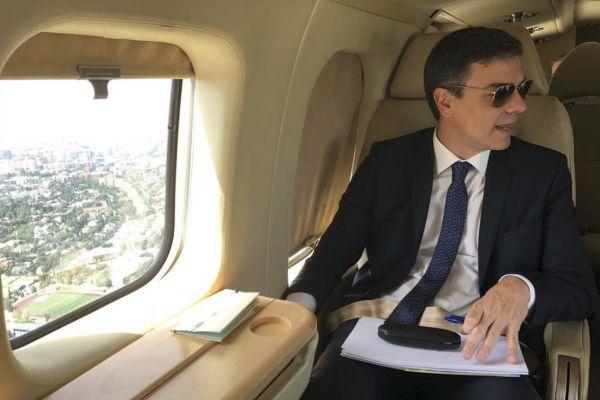 Pedro Sánchez, a bordo del Falcon que usa para sus desplazamientos...