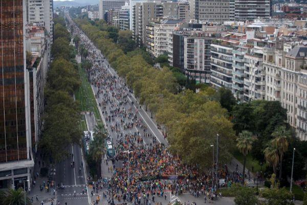 Miles de personas entran en Barcelona en protesta por la sentencia del...