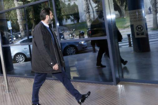 Miguel López a su llegada a la sede judicial.