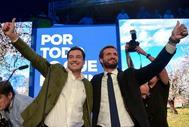 El candidato del PP a la Presidencia del Gobierno, Pablo Casado (dcha.), y el presidente andaluz, Juan Manuel Moreno, este jueves, en Sevilla.