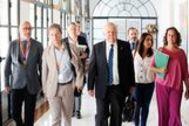 El consejero de Salud, Jesús Aguirre, con parte de su equipo en los pasillos del Parlamento.