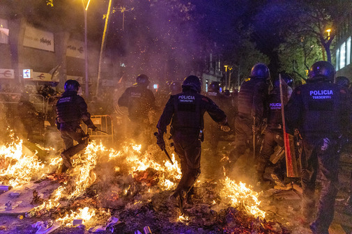 Disturbios en los alrededores de la Delegacion del Gobierno, durante...