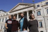 Los candidatos de la CUP a las generales, el lunes en Madrid ante el Congreso.