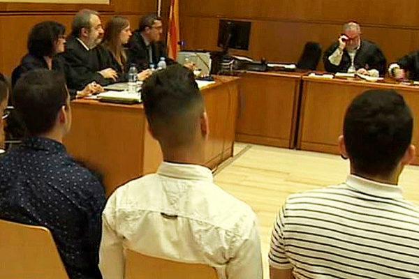 Detalle de los acusados de agredir sexualmente a una menor en Manresa,...