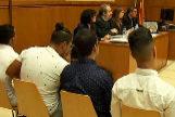 Detalle de los acusados de agredir sexualmente a una menor en Manresa, en 2016, en el juicio celebrado en Barcelona.