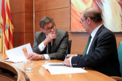 El presidente del PAR, Arturo Aliaga (izqda.), y el secretario general del PSOE aragonés, Javier Lambán.